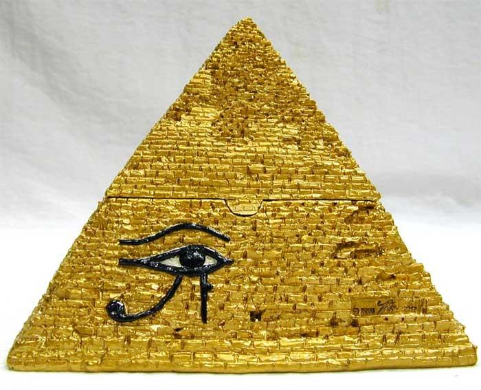 piramide amuleto
